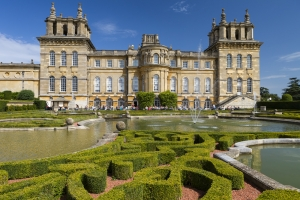 Photo of the front of Blenheim Palace